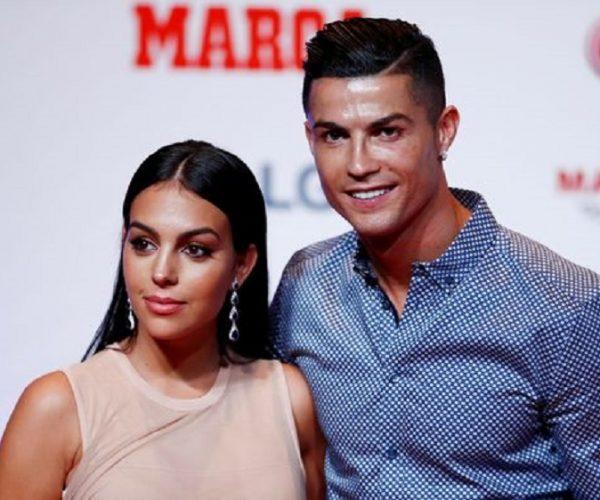 Berita Bola | Cristiano Ronaldo dan Pacar Adu Lari, bak Rusa dan Bebek.