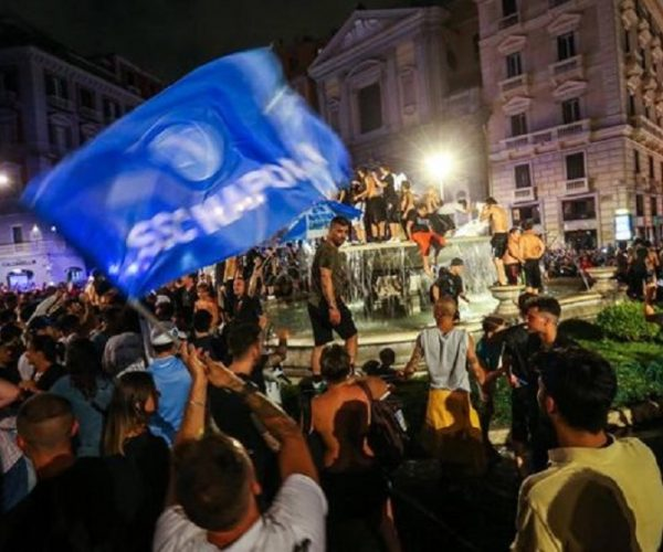Berita Bola | Waduh, Fans Napoli Malah Pesta di Alun-alun saat Masih Pandemi.